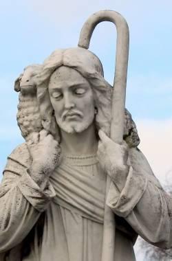 monument-bear-statue-religion-cemetery-shoulder-828761-pxhere.com